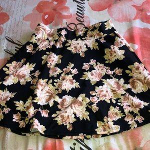 Dresses & Skirts - a floral skirt